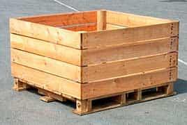 caixa pallet com porta frontal